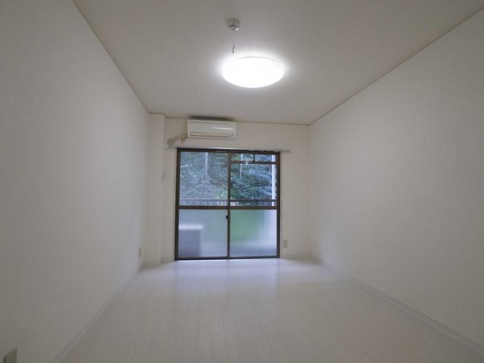 白いウッドタイルの床 綺麗です